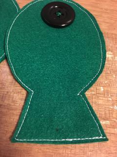 ボタン おもちゃ 作り方 知育 フェルト 簡単 魚 ボタンつなぎ